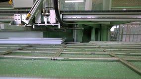 Kreskowa produkcja plastikowi okno Plastikowy nadokiennych ram ruch wzdłuż linii produkcyjnej zdjęcie wideo