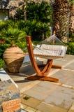 Kreta, Griechenland - Hängematte am exotischen Luxuserholungsort stockbild