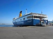 18 06 2015, KRETA, GRIEKENLAND Grote veerboot in de zeehaven van Heraklion Stock Afbeeldingen