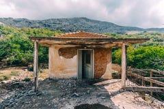 Kreta, Griekenland, verlaten en verlaten dorp dichtbij Rethymno stock foto's