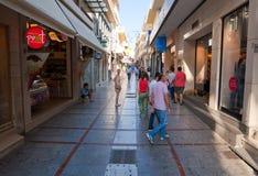 KRETA, 25 HERAKLION-JULI: Het winkelen straat Dedalou op 25,2014 Juli in Heraklion op het Eiland Kreta Royalty-vrije Stock Foto's