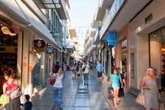KRETA, 25 HERAKLION-JULI: Het winkelen straat Dedalou op 25,2014 Juli in Heraklion op Kreta Royalty-vrije Stock Afbeelding