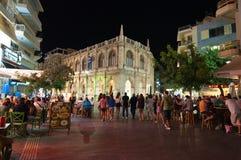 KRETA, 25 HERAKLION-JULI: Nachtleven op 25,2014 Juli in Heraklion op het eiland van Kreta, Griekenland Royalty-vrije Stock Fotografie
