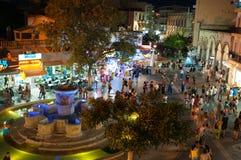 KRETA HERAKLION-JULY 24: Lejon kvadrerar på natten på Juli 24,2014 i Heraklion på Kretaön, Grekland royaltyfri foto