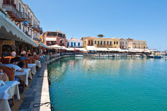 KRETA, RETHYMNO- 23. JULI: Der venetianische Hafen mit Bars und Restaurants in Rethymno-Stadt 23,2014 im Juli Kreta-Insel, Griech Lizenzfreie Stockfotografie