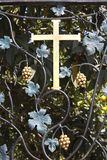 Kreuz auf bearbeitetes geschmiedet Stockbild
