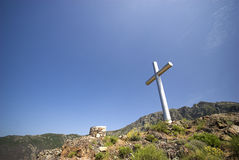 Kreuz auf Berg Lizenzfreies Stockfoto