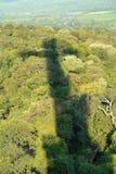 Kreuz auf dem Dschungel stockfotos