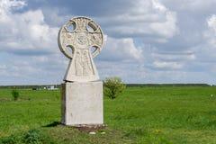 Kreuz auf dem Gebiet Lizenzfreies Stockfoto