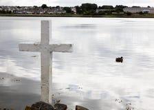 Kreuz auf dem See Lizenzfreies Stockfoto