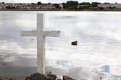 Kreuz auf dem See Lizenzfreie Stockfotos
