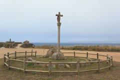 Kreuz auf der Küste Stockfoto