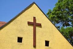 Kreuz auf der Wand Stockbild