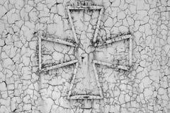Kreuz auf einem Rost metall Stockbild
