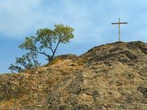 Kreuz auf Felsen Lizenzfreie Stockfotografie
