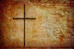 Kreuz auf grunge Wand Lizenzfreie Stockbilder