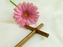 Kreuz auf Schleier stockbilder