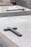 Kreuz auf Wölbung stockfoto