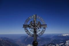 Kreuz beim Zugspitze Lizenzfreies Stockfoto