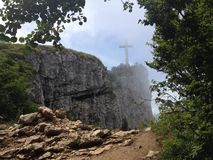 Kreuz in den Alpen Stockfotografie