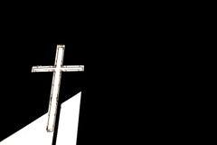 Kreuz in der Dunkelheit Stockfotos