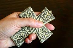 Kreuz in der Hand Lizenzfreies Stockfoto