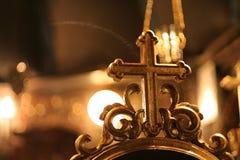 Kreuz in der Kirche Stockbild