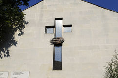 Kreuz der Kirche auf Wand Lizenzfreie Stockbilder