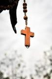 Kreuz eines hölzernen Rosenbeetes Stockfoto
