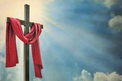 Kreuz gegen den Himmel Lizenzfreie Stockfotos