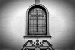 Kreuz im Fenster Stockfotografie