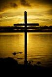 Kreuz im Sonnenuntergang Stockbild