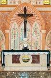 Kreuz innerhalb der Kirche Lizenzfreie Stockfotografie