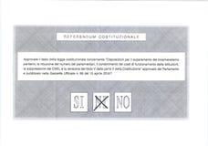 Kreuz an MÖGLICHERWEISE auf italienischem Stimmzettel Stockbilder