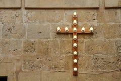 Kreuz mit Glühlampen Lizenzfreie Stockbilder