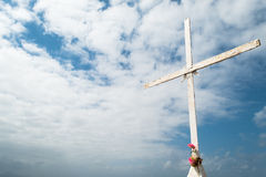 Kreuz mit Rosa-Blumen (1) Stockbild