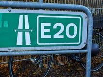Kreuz Nord-Europa der Landstraße E20 lizenzfreie stockfotos