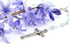 Kreuz und Bluebell Stockbild