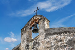 Kreuz und Glocke Stockbild
