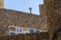 Kreuz und Gräber stockfoto