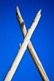 Kreuz von meldet Hintergrund des blauen Himmels an Lizenzfreie Stockfotografie