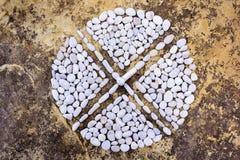 Kreuz von Steinen Stockfotos
