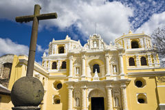 Kreuz vor La Merced Stockbild