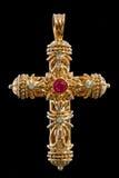 Kreuzanhänger mit Diamanten und Rubinen Lizenzfreie Stockbilder