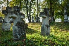 Kreuze am alten Kirchhof Stockfotografie