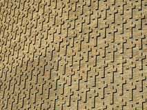 Kreuze auf Backsteinmauer stockbild