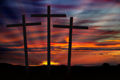 Kreuze am Sonnenuntergang Stockfoto