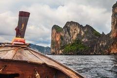 Kreuzen auf Boot lizenzfreie stockfotos