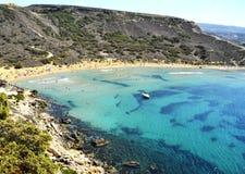 Kreuzen entlang den Kosten von Malta stockbild