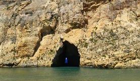 Kreuzen entlang den Kosten von Malta lizenzfreie stockbilder